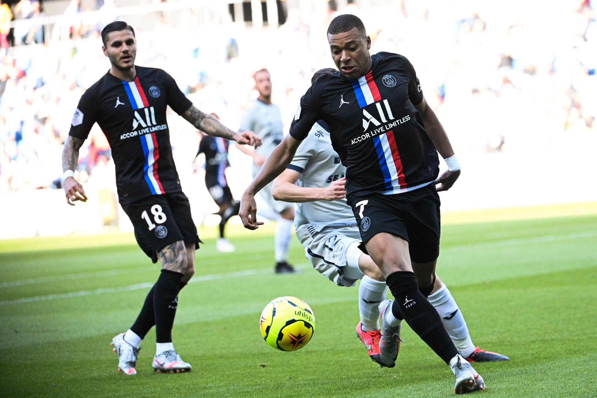 巴黎友谊赛对阵法乙球队,半场4-0抢先