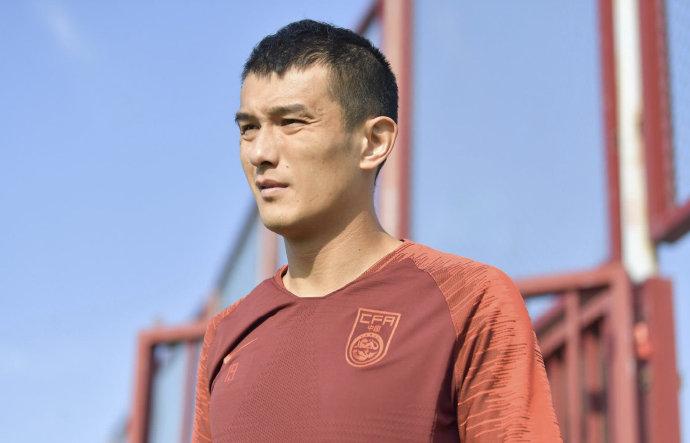 足球报:肖智今天和天津泰达完成签约,将出战新赛季中超