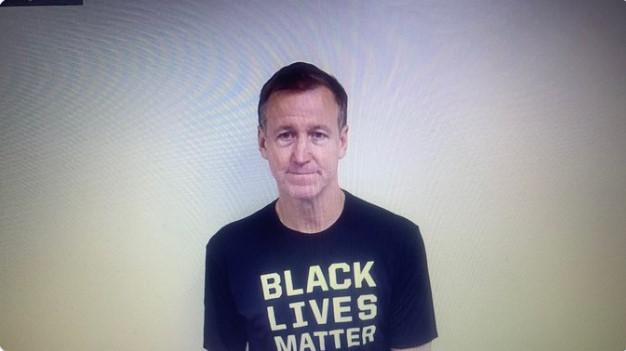 """斯托茨身穿印有""""暗人的命也是命""""字样T恤批准采访"""