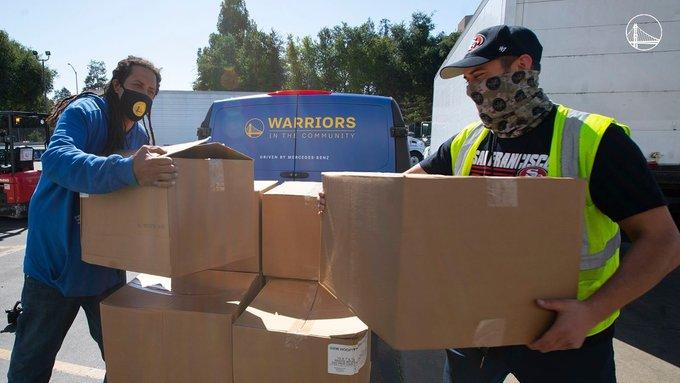 勇士携手NFL旧金山49人队为慈善机构捐赠一万袋物