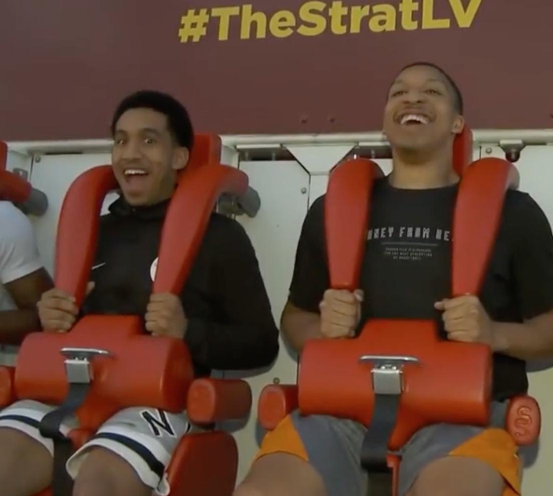绿军官方Ins晒新秀威廉姆斯和沃特斯在迪士尼园区玩跳楼机