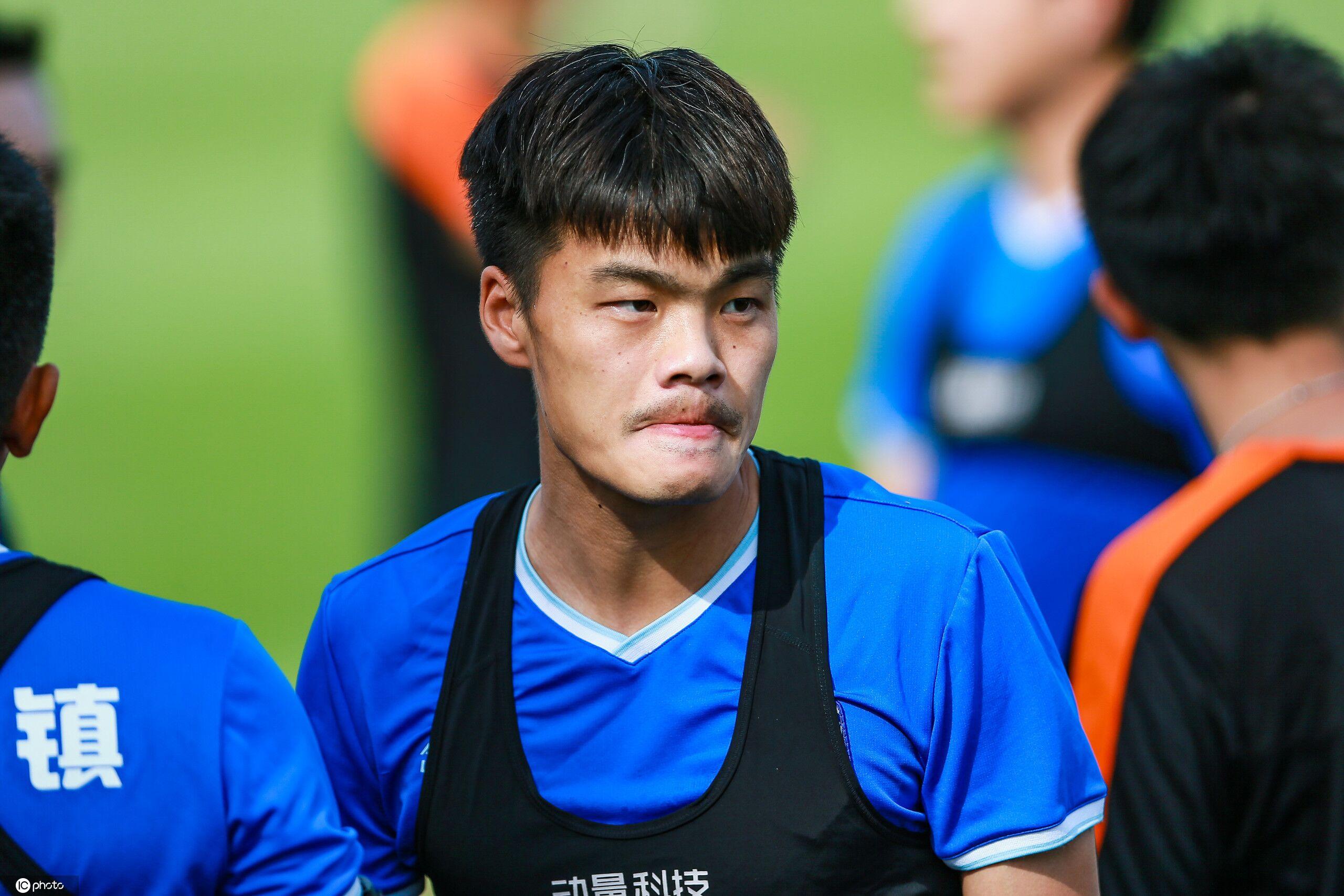 记者:聂傲双已签约深足,本赛季将租借武汉三镇踢中乙