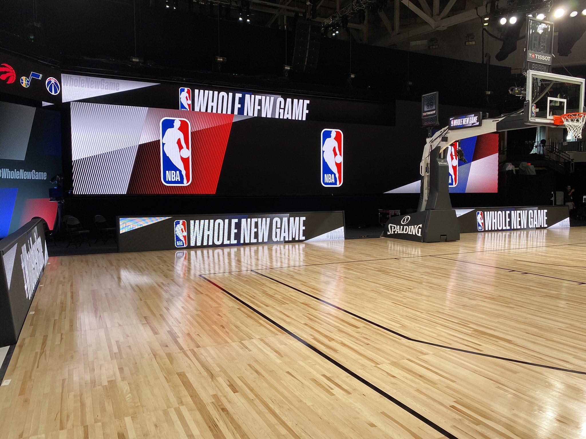"""记者晒NBA复赛场地:球场出现""""黑人的命也是命""""标语"""