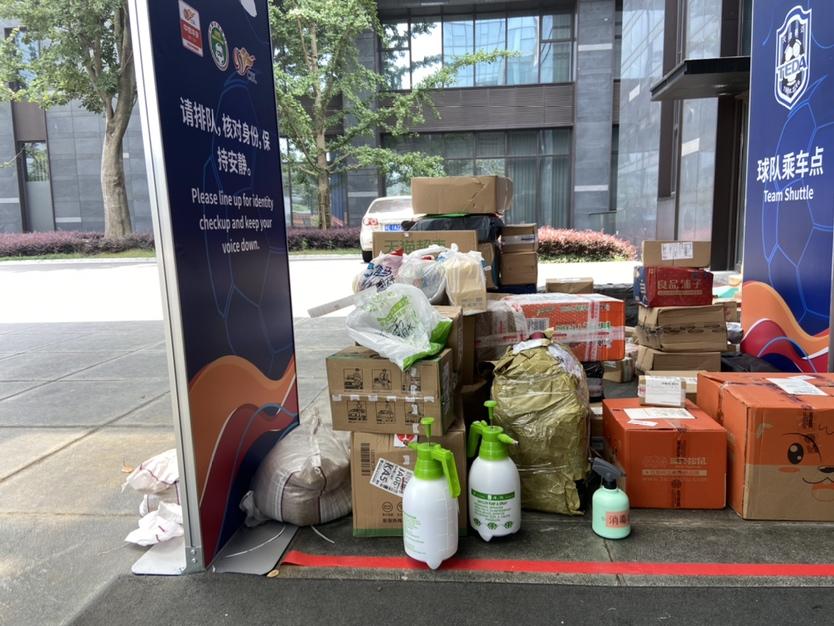 记者:苏州赛区1天接收近600件快递,泰达国安件数最多