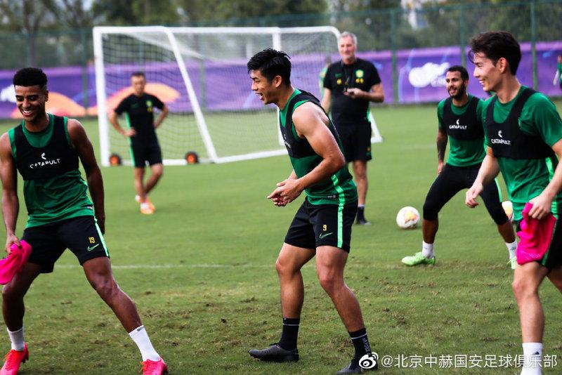 张玉宁:阿兰是很优秀的前锋,希望国安今年能取得冠军