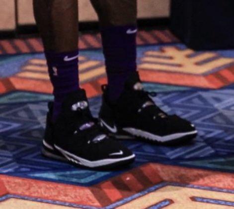 神秘新鞋?媒体提问詹姆斯上脚战靴:我们看到了什么?
