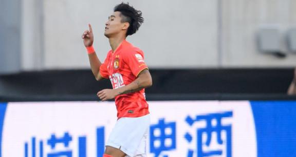 GIF:杨韦连线,韦世豪轻松将球打入空门完成梅开二度