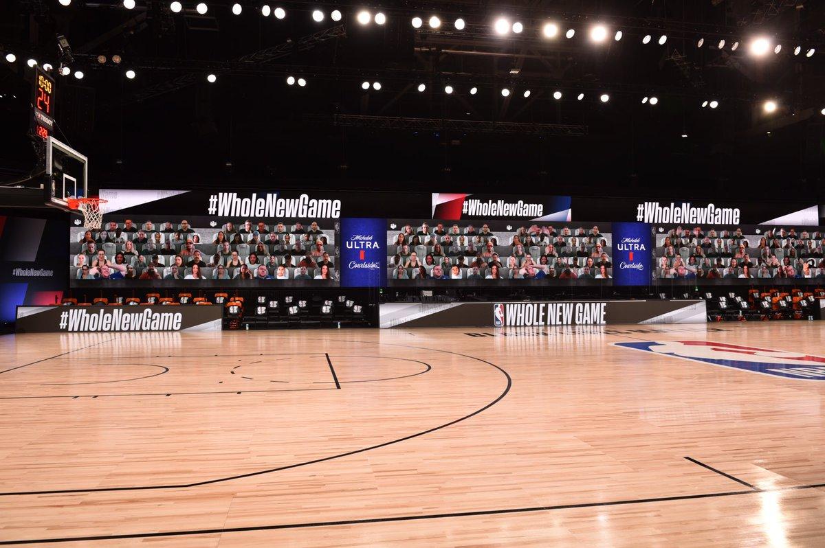 NBA每场比赛邀请超过300名球迷实时出现在场边显示屏上