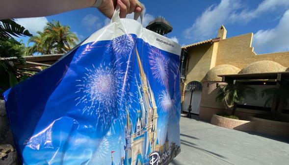 迪士尼配送中心每日收到超过1000个球员等人订购的包裹