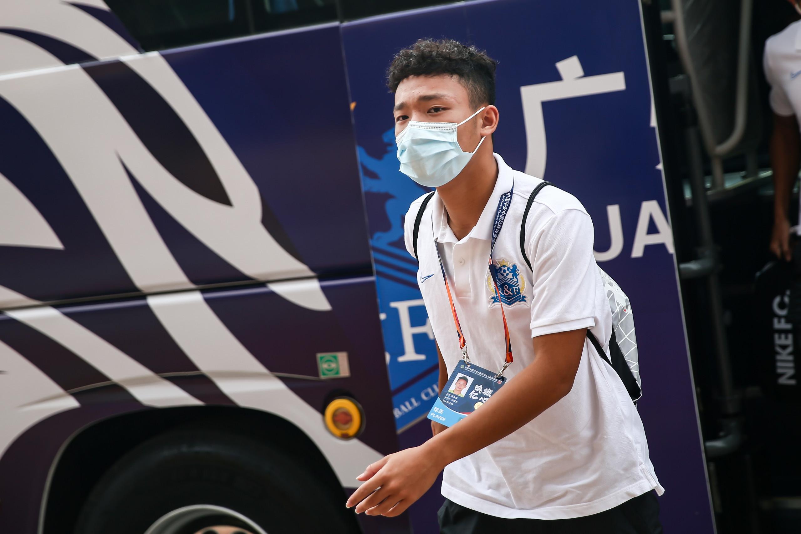 富力小将温永骏登场,成首位登上中超舞台的2003年球员