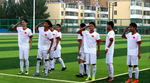 段刘愚母校足球队1人进入深足梯队,8人考入重点大学
