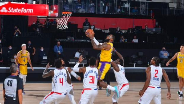 詹姆斯拿到生涯第890场10分5篮板5助攻,NBA史上最多