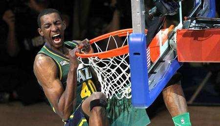 希姆基与2012年NBA扣篮大赛冠军杰里米-埃文斯分道扬镳