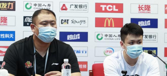 姜宇星赛后自评时太谦虚,王晗插嘴:你的努力也很重要