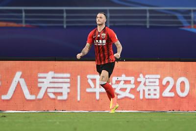 GIF:洛佩斯强势内切射门中柱阿瑙破门,上港2-0华夏