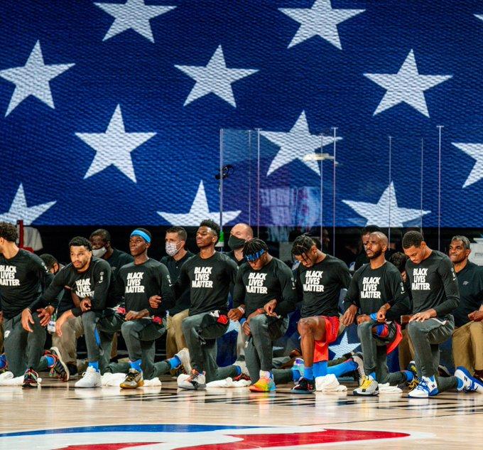 雷霆球员在奏国歌时下跪,此前有议员威胁取消税收优惠