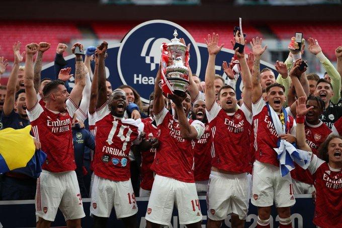 实至名归!奥巴梅扬成第一位作为队长举起足总杯的非洲球员