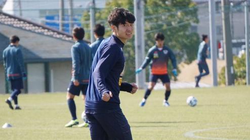 旅日球员王嘉楠代表鸟栖砂岩首次首发,半场因伤被换下