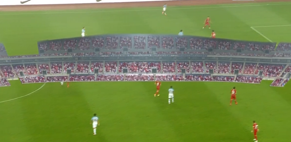 GIF:出bug了,看台球迷特效现身球场中央