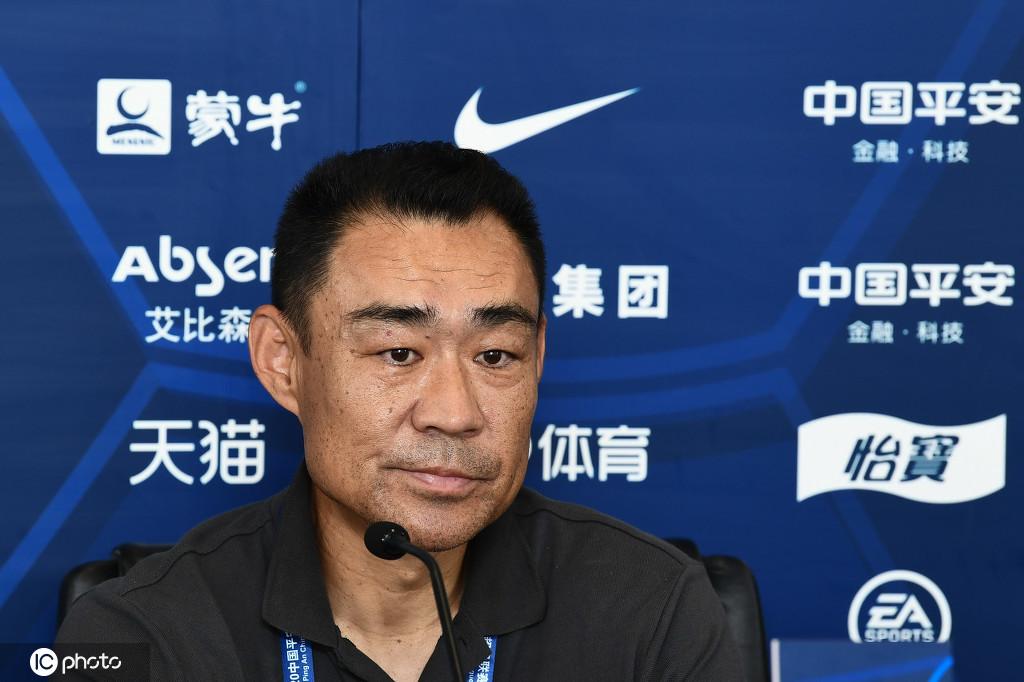 黄海助教:上港是争冠球队,吴金贵将现场指挥比赛