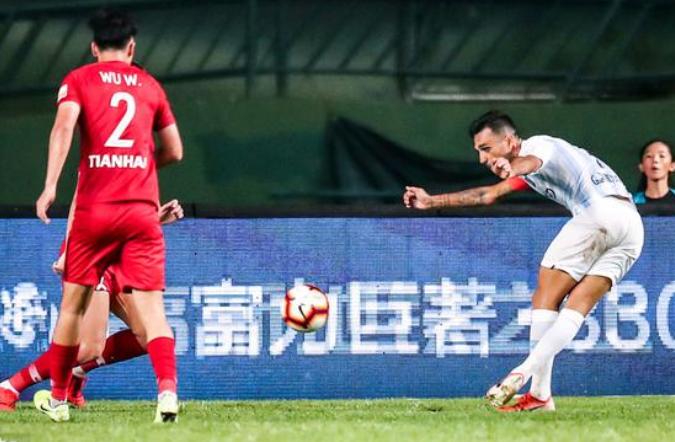 扎哈维:偶像是C罗,最喜欢的中国球员是张琳�M