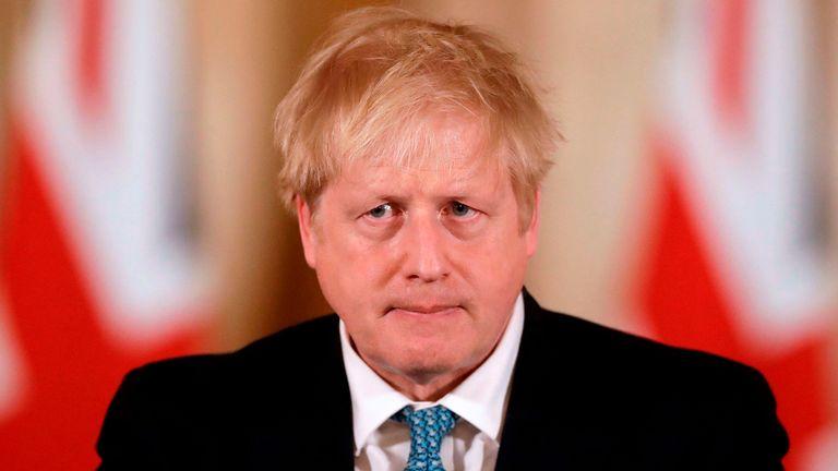 英国首相鲍里斯:纽卡收购一事告吹,应该给球迷一个交代