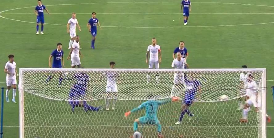 GIF:莫雷诺直面门将一脚踢飞,申花错过扩大领先机会
