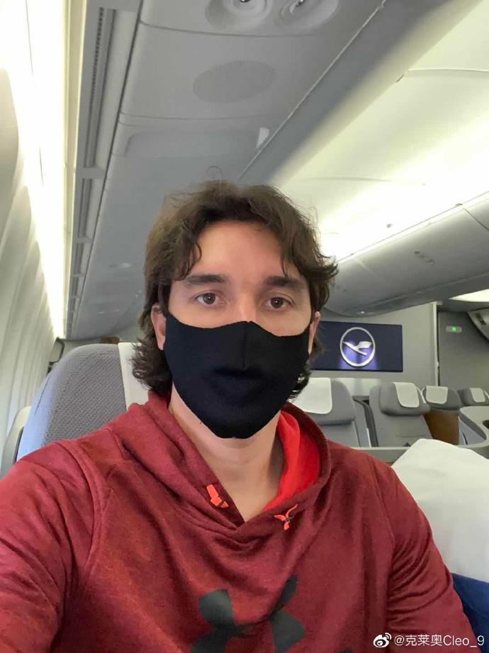 吾回来了!克莱奥搭乘回中国航班晒自拍