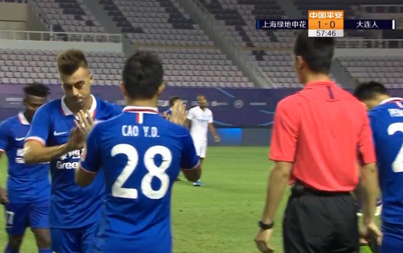 GIF:踢得不错歇一歇,沙拉维马丁斯同时被替换下场