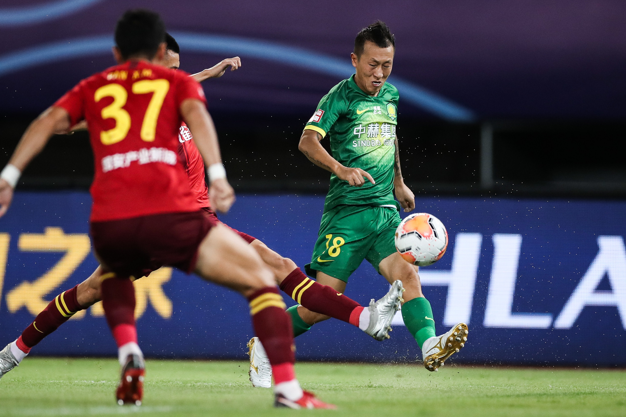 半场:金泰延传中造冯刚乌龙,国安1-0华夏愉快
