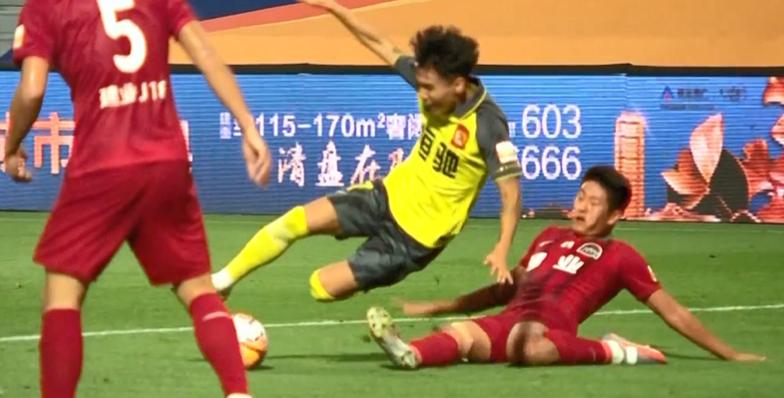GIF:韦世豪造点亲自主罚被吴䶮扑出,韦世豪再补射破门