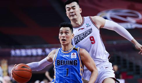贾磊:李慕豪将转会北京,下赛季代外北京征战CBA