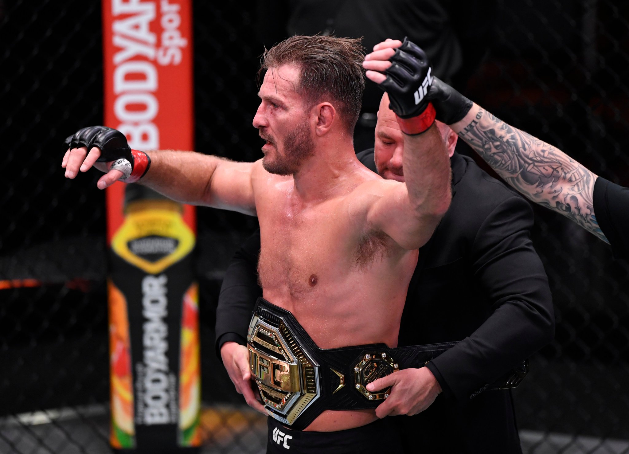 詹姆斯观战UFC252重量级冠军赛,恭喜Miocic卫冕