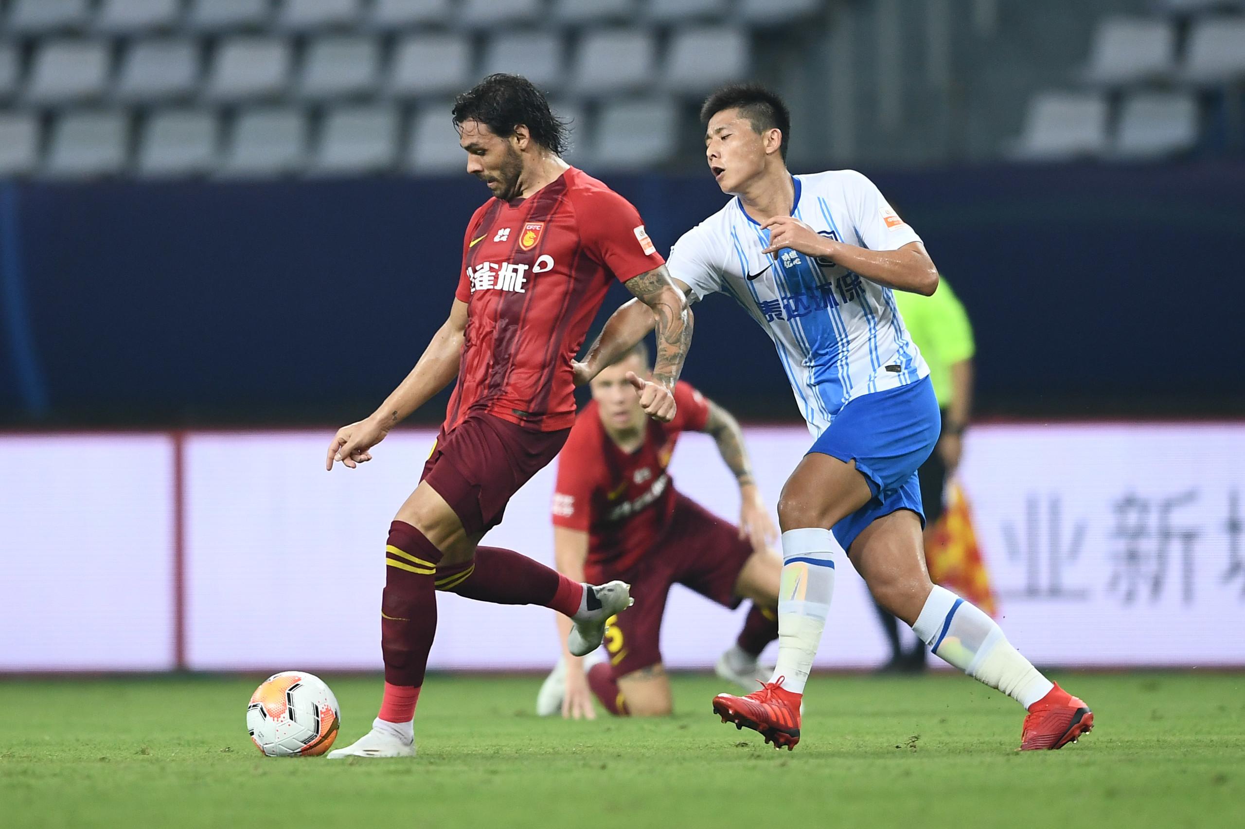 半场:高拉特破门阿奇姆彭伤退,华夏幸福2-0泰达