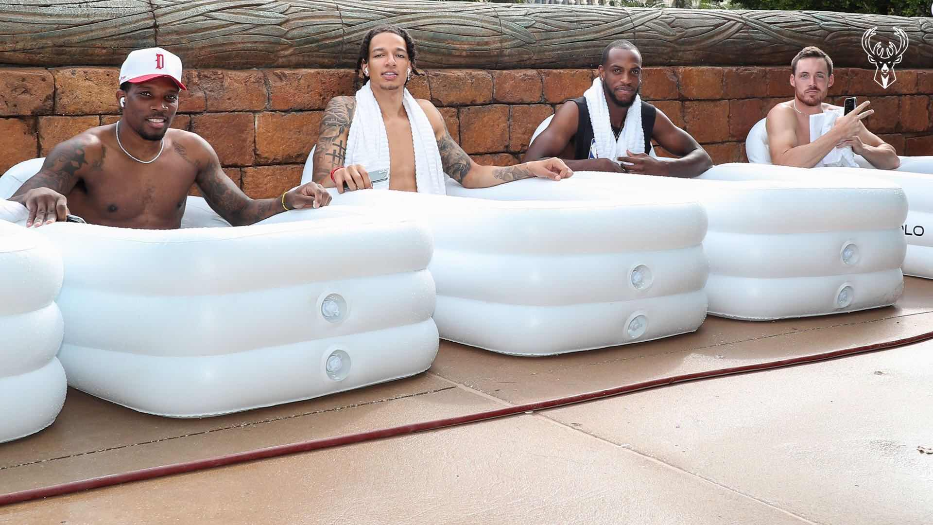雄鹿晒布莱索和米德尔顿等人泡冷浴照:冷浴4人组