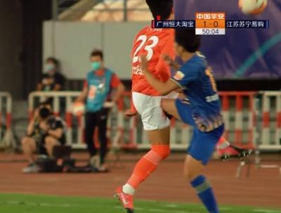 GIF:小伙儿动作有点大,谢鹏飞飞踢朴志洙染黄