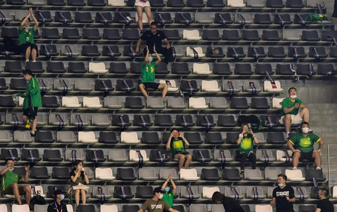 GIF:久违了可爱的第十二人!国安上港比赛开放球迷入场