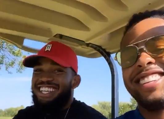 挥杆高尔夫球场!拉塞尔晒与唐斯打高尔夫的视频