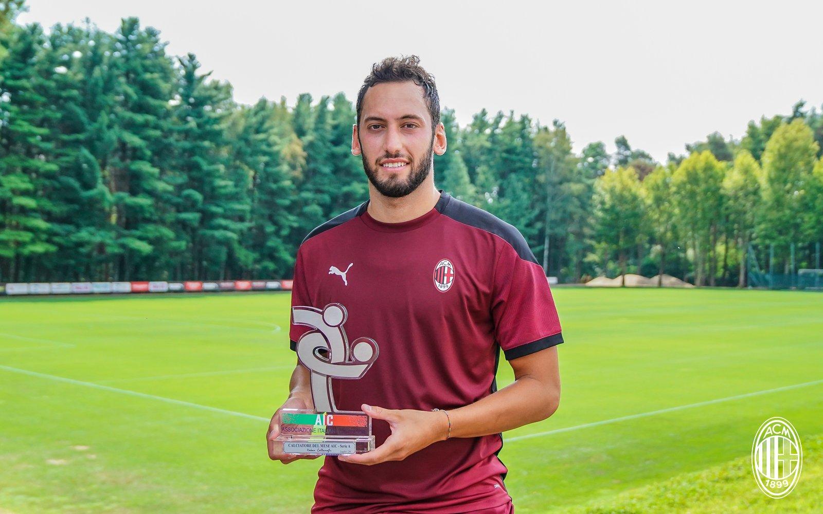 官方:恰尔汗奥卢当选米兰7月最佳球员