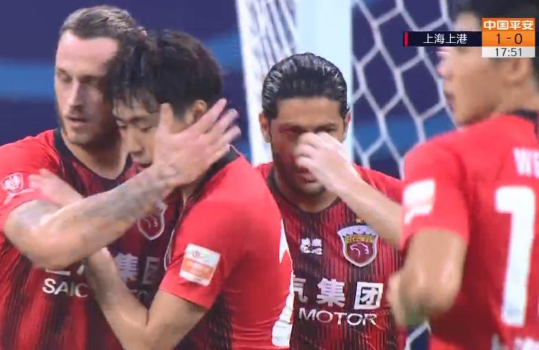 GIF:先拔头筹!傅欢传中阿瑙抢点破门,上港1-0重庆