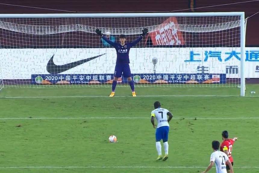 GIF:浩克指路,阿奇姆彭主罚点球前胡尔克已看穿球路