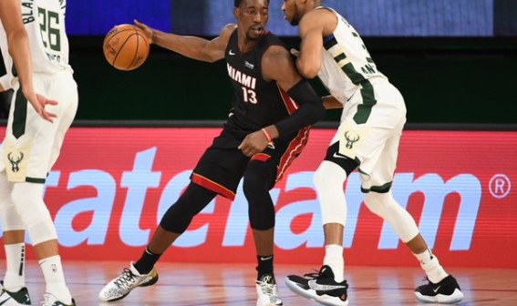 阿德巴约连续两场季后赛得到15篮板5助攻,队史首人