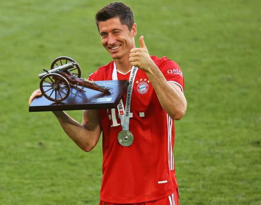 踢球者:莱万入选德甲半程前锋世界级评级,哈兰德洲际级