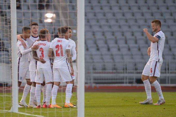 GIF:戈麦斯犯规送点,冰岛踢飞点球错失扳平机会