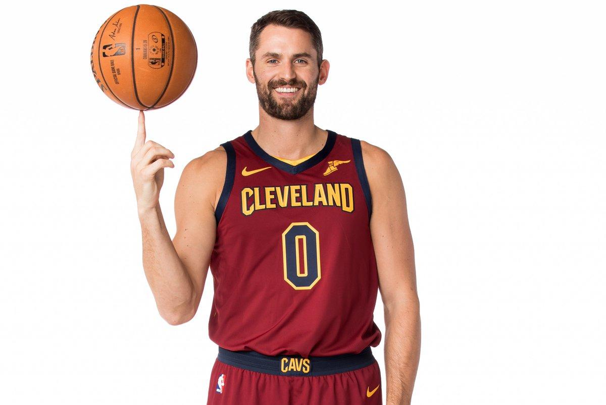 NBA官方推特祝骑士球员凯文-乐福32岁生日快乐