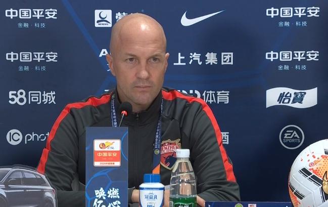 小克鲁伊夫:态度和能力方面,对球队现有的球员非常满意