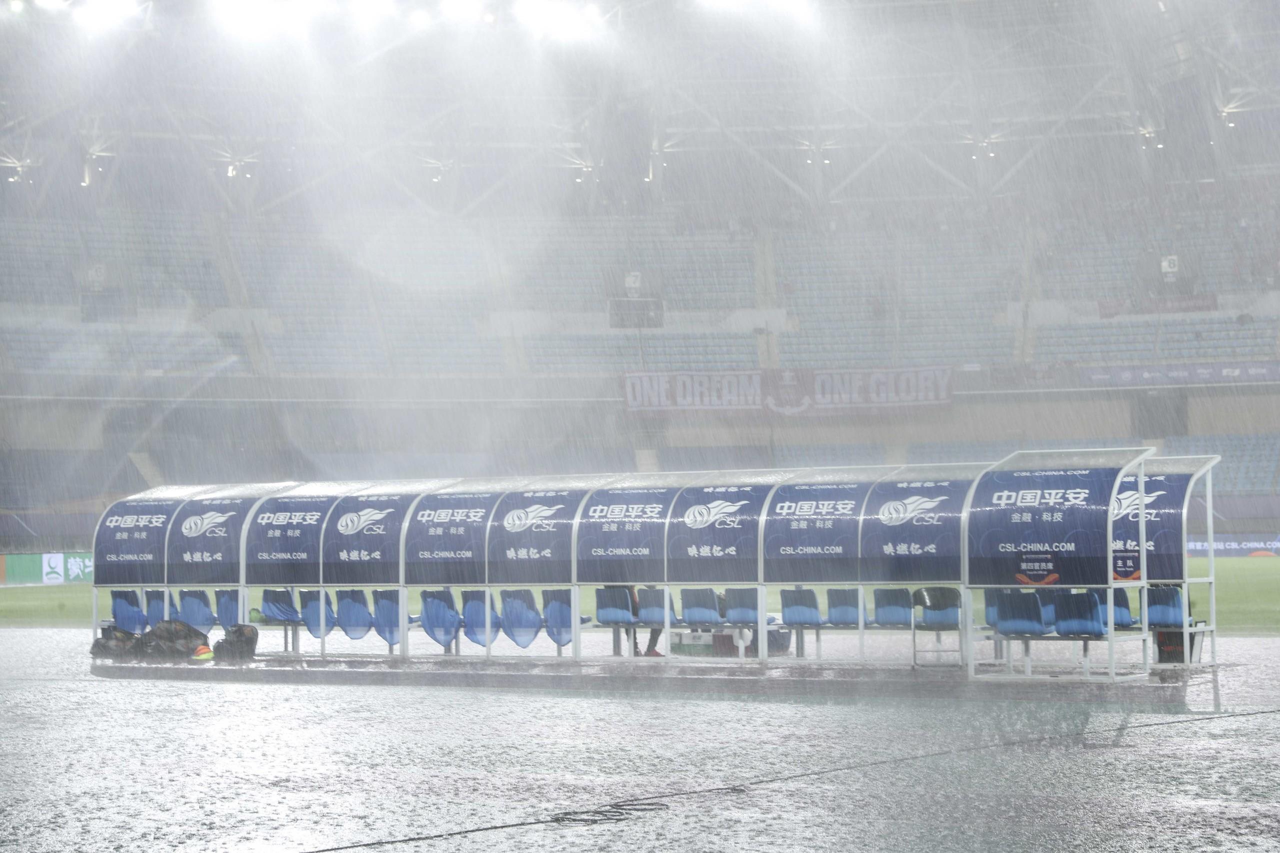 记者:经比赛监督现场检查后确认,上港黄海比赛8:30开赛 第1张