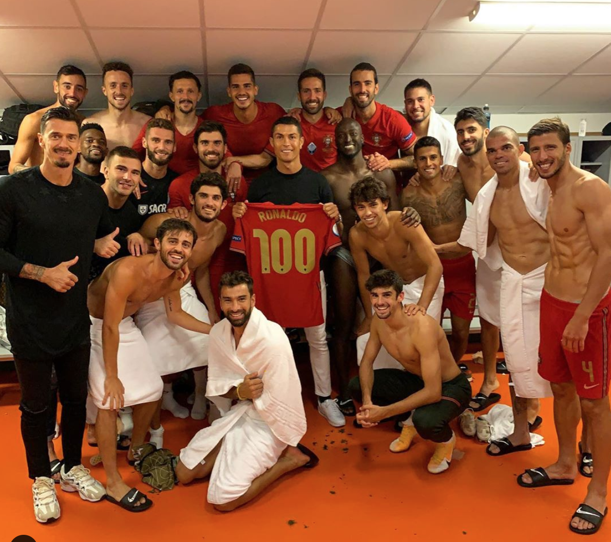 C罗庆祝国家队第100球:感谢所有队友、教练和工作人员