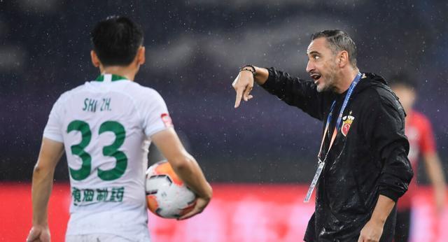 记者:足协官员称俱乐部通过媒体议论判罚,损害联赛品牌