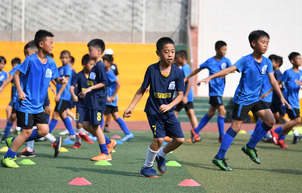 新华社:教育部等七部门联合发文,建设校园足球八大体系 第1张